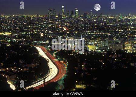 1992 historische Downtown Skyline HAFEN AUTOBAHN LOS ANGELES Kalifornien USA - Stockfoto