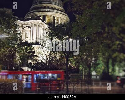 London, UK. 13. November 2015. St. Paul in der Nacht Credit: Jas Mandla/StockimoNews/Alamy Live News - Stockfoto