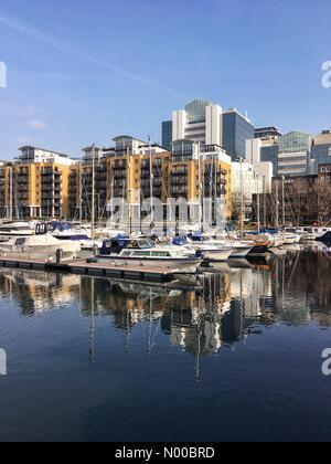 Mews St, London, UK. 16. März 2017. UK-Wetter: Ein sonniger Frühlingsmorgen am Yachthafen in St. Katharine Dock, - Stockfoto