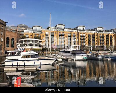 London, UK. 16. März 2017. UK-Wetter: Ein sonniger Frühlingsmorgen am Yachthafen in St. Katharine Dock, London, - Stockfoto