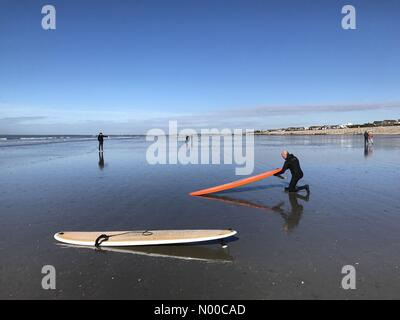 Shore Rd, East Wittering, Chichester, UK. 2. April 2017. UK-Wetter: Sonnig bei Wittering. East Wittering Strand, - Stockfoto