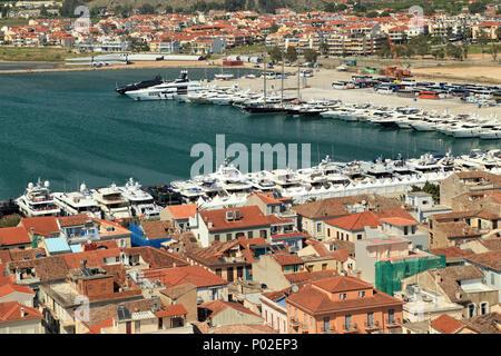 Draufsicht über die Yacht show Hafen von Napflio - Stockfoto