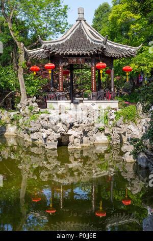 Yangzhou, Jiangsu, China. Pavillon in der Ge-Gärten. - Stockfoto