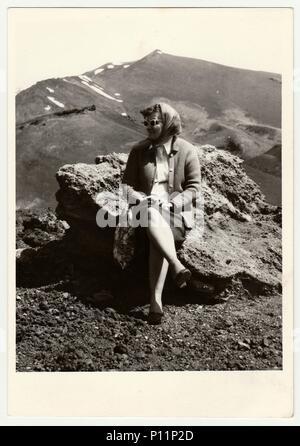 Italien - circa 1960s: photo Vintage zeigt Frau auf Urlaub. - Stockfoto
