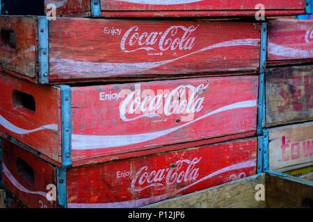 berlin deutschland alte coca cola kisten stockfoto bild. Black Bedroom Furniture Sets. Home Design Ideas