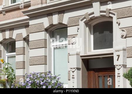 Dekoriert Tür Portal, Altes Wohnhaus in Körtingstrasse, Hannover, Niedersachsen, Deutschland, Europa ich Verziertes Türportal, Altes Wohnhaus in der Körtin - Stockfoto