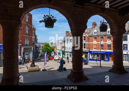 Blick auf die Broad Street aus dem Markt Haus, Ross-on-Wye, Herefordshire, England, Großbritannien