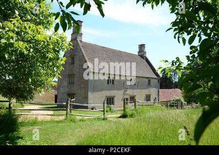 Die Außenseite des Woolsthorpe Manor, Lincolnshire, Geburtsort und Heimat der Wissenschaftler und Mathematiker Sir Isaac Newton. - Stockfoto