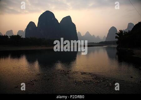 Entlang des Li River in der Nähe von Yangshuo, China - Stockfoto