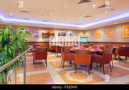 """Moskau - September 2014: Inneneinrichtung im modernen Stil des Bar - Restaurant """"FUSION PLAZA"""" der indischen und europäischen Küche - Stockfoto"""
