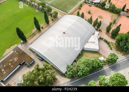 Tennishalle von oben, Luftaufnahme - Stockfoto