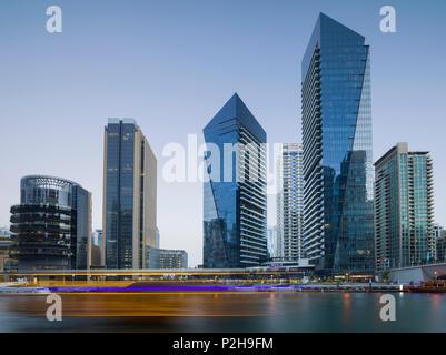 Wolkenkratzer im Hafen von Dubai Marina, Dubai, Vereinigten Arabischen Emirate, VAE - Stockfoto