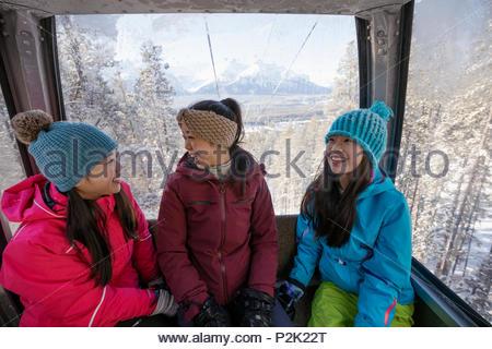 Schwester Skifahrer, Gondel - Stockfoto