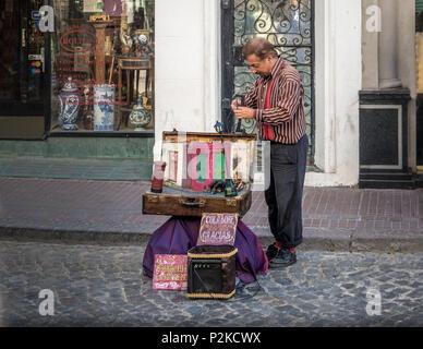 Street Artist an der Feria de San Telmo San Telmo (Markt) - Buenos Aires, Argentinien - Stockfoto