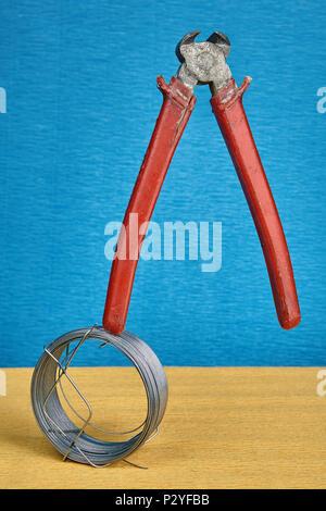 Ende schneiden Nipper, Seitenschneider Werkzeug, und Stahldraht ...