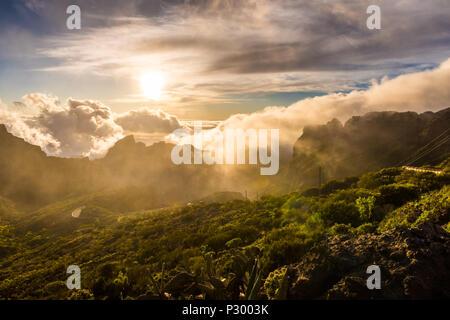 Sonnenuntergang Querformat Maska Canyon in ländlichen Park Teno auf Teneriffa Spanien - Stockfoto