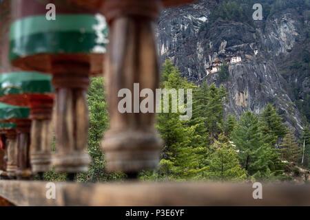 Die majestätische Tiger Nest Kloster hängen an der Klippenseite von taktsang Paro