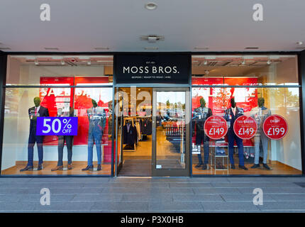 Shop Fassade des Moss Bros store Designer Cheshire Oaks Outlet, Ellesmere Port Cheshire. - Stockfoto