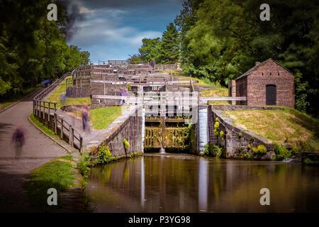 Bingley Five-Rise Schleusen ist eine Treppe schloss am Leeds und Liverpool Canal an Bingley, West Yorkshire, England. - Stockfoto