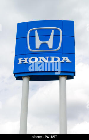 INVER GROVE HEIGHTS, MN/USA - 17. JUNI 2018: Honda Automobil Dealership Außen- und Logo. - Stockfoto