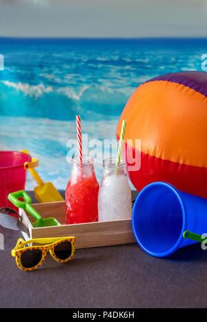 Rote Erdbeere Matsch und Limonade slush für durstige Strand Kinder. erfrischend! - Stockfoto