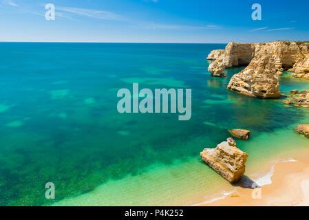Praia da Marinha - schöner Strand Marinha in Algarve, Portugal - Stockfoto