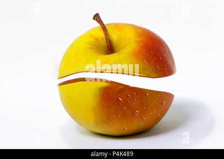 Apple creative Cut auf einem weißen Hintergrund. Zankapfel - Stockfoto