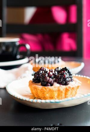 Berry Tart Dessert in einem Cafe - Stockfoto