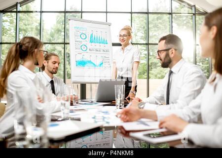 Geschäft Leute während einer Konferenz im Innenbereich - Stockfoto