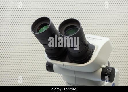 Ein mikroskop von der firma olympus stockfoto bild alamy