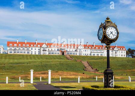 Reich verzierte Uhr außerhalb des Trump Hotel in Turnberry TURNBERRY, Ayrshire, Schottland - Stockfoto
