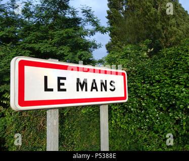Stadt Zeichen für Le Mans, die traditionell für die 24 Stunden von Le Mans - Stockfoto