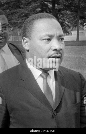 Dr. Martin Luther King, Jr. in Washington, D.C. am 5. August 1965, am Tag vor der Unterzeichnung des Voting Rights Act von 1965. (USA) - Stockfoto