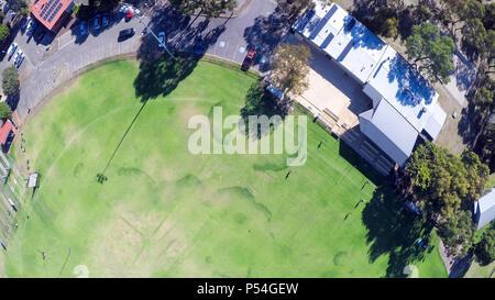 Drone Aufnahmen von australischen öffentlichen Park und Sport oval, am Henley Beach, South Australia. - Stockfoto