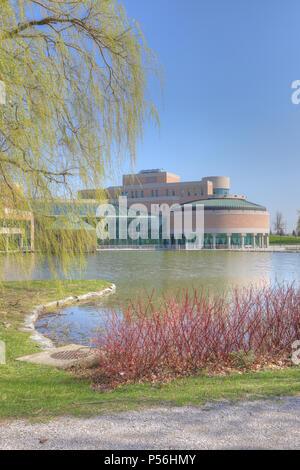 Eine Vertikale der Civic Center in Markham, Kanada an einem sonnigen Tag - Stockfoto