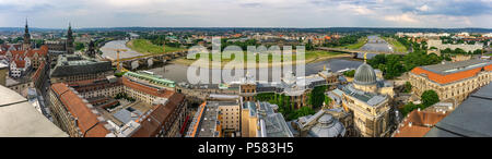 DRESDEN, Deutschland - 23. Mai 2018: Die Stadt Dresden ab Frauenkirche Aussichtsplattform gesehen. - Stockfoto