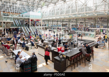 Caffe Ritazza in der Paddington Station, London. - Stockfoto