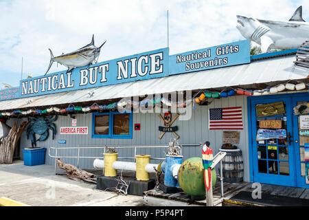 Florida, Stuart, Nautical aber Nizza, Shopping Shopper Shopper Shop Geschäfte Markt Märkte Markt Kauf Verkauf, Händler Waren ret - Stockfoto