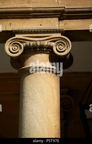 Ionische Säulen Detail der klassischen architektonischen Stein Carven auf die römischen Bäder komplexe Badewanne England Großbritannien - Stockfoto