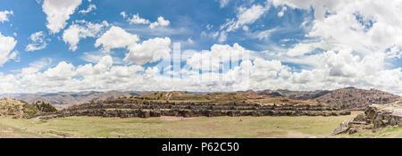 Sacsayhuamán ist eine Zitadelle am nördlichen Rande der Stadt Cusco, Peru - Stockfoto