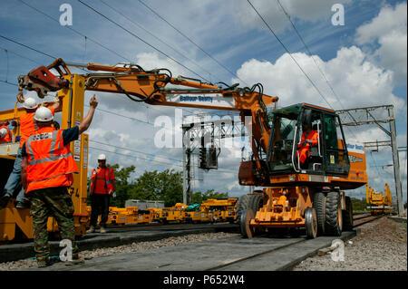 Neue frequenzweichen von PEM und Lems in Bletchley während der Aktualisierung der West Coast Main Line installiert. Montag, Mai 2004 31. - Stockfoto