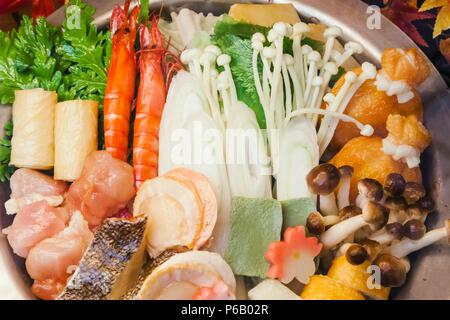Japan, Hoshu, Tokio, Restaurant Fenster anzuzeigen, Meeresfrüchte Nabe (Eintopf) - Stockfoto