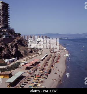 MALAGA. TORREMOLINOS. PLAYA DEL BAJONDILLO. FOTO AÑO 1970. - Stockfoto
