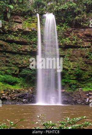 Ginseng Wasserfall in der Verlorenen Welt Maliau Becken Sabah, Malaysia - Stockfoto