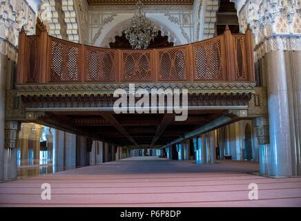 Un des Deux Zwischenböden pour Les femmes dans la Salle de prière de la Mosquée Hassan II. Casablanca, Marokko. - Stockfoto