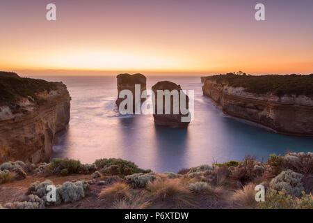 Loch Ard Gorge bei Sonnenuntergang, Port Campbell National Park, Great Ocean Road, Victoria, Australien - Stockfoto