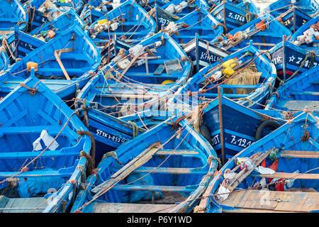 Marokko, Marrakesh-Safi (Marrakesh-Tensift-El Haouz) Region, Essaouira. Fischereihafen in der Morgendämmerung. - Stockfoto