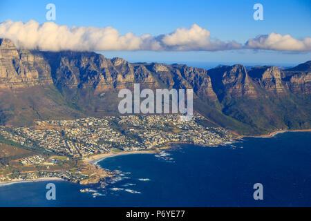 Südafrika, Western Cape, Kapstadt, Blick auf Kapstadt und den Tafelberg - Stockfoto