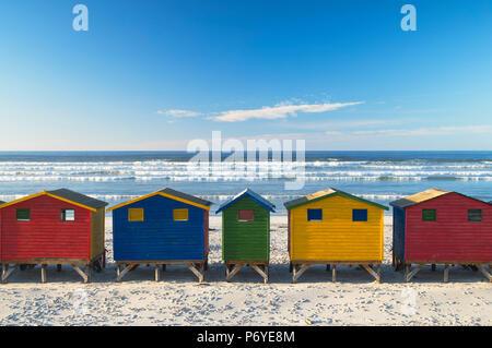 Strand Hütten auf muizenburg Beach, Cape Town, Western Cape, Südafrika - Stockfoto