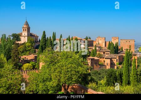 Alhambra von den Gärten des Generalife, Weltkulturerbe der UNESCO, Granada, Andalusien, Spanien - Stockfoto